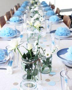 ♡ Barnedåb for min lille nevø - borddækningen ♡ Dette billede er taget af min søde og dygtige far @farmandtil4 #barnedåb #dåb #fest #party #tabelsetting #festsalen #bordpynt #borddækning #blomster #flowers #homemade #diy #pompomservietter #pompomer #whiteliving #scandinavian #nordiskehjem #hille Bridal Shower, Baby Shower, Blue Food, Baptism Gifts, Deco Table, Blue Wedding, Christening, Party, Table Settings
