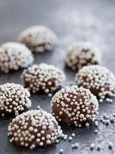 Homemade Sweets, Homemade Candies, Christmas Desserts, Christmas Baking, Candy Recipes, Dessert Recipes, Confectionery Recipe, Yummy Treats, Sweet Treats