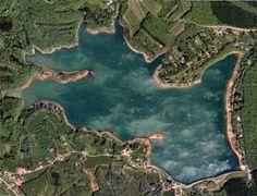 Vue satellite du Bassin de Champagney... Impressionnant! Ce Bassin couvre une superficie de 107ha et peut retenir jusqu'à 13 millions de mètres cubes d'eau- Au coeur des Vosges du Sud.