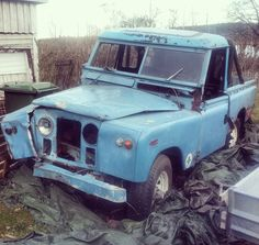 This Landy has seen better days! As you can see the grille is extended and so are the fenders and hood. It has been sitting for over 20 years after a crash.. but before the crash it must've had a good life It has a Chevy V8 inside and had an overdrive Range Rover diffs and brakes and ran like a normal car #LandRover #Series2 #V8 #Adventure #mud #RangeRover #4x4 #offroad #flex #Roadtrip #travel #explore #beautiful #nature #serieslandrover #landroverseries #landroverdefender #Defender…