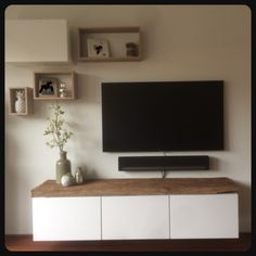 TV furniture consists of floating parts of wagon oak. Home Living Room, Home Furniture, Interior Design Living Room Modern, Home Deco, Interior Design, Interior Inspo, Living Room Tv Unit Designs, Home And Living, Cozy Living Rooms