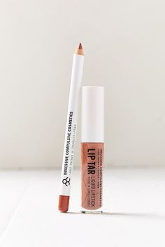 Get the perfect puckered pout with this lip duo from Obsessive Compulsive Cosmetics. Lines + defines like a pro with the full sized color pencil + lip tar. Use the pencil to line + prep lips for bold looks. Apply the lip tar for long-lasting, opaque coverage that you've been searching for with moisturizing hemp + peppermint oils to keep your lips feeling as good as they look.