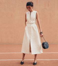 The Cutest Low-Key Dresses for a City Hall Wedding - Cult Gaia Gia House Dress Source by martinagenn - Simple Gowns, Simple Summer Dresses, Simple White Dress, Fashion Week, Fashion Looks, Fashion Spring, Fashion Tips, Black Women Fashion, Womens Fashion