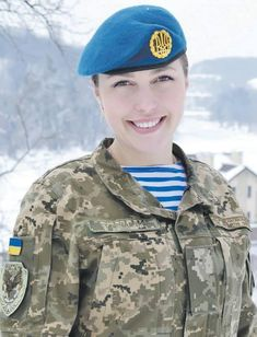 -- x-- edson ecks-- Lets to deal with that war quickly, for our girls and boys went to home healthy and alive! Female Cop, Female Soldier, Female Warriors, Army Soldier, Ukraine Women, Ukraine Girls, Idf Women, Military Pictures, Military Personnel