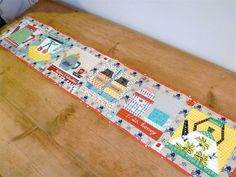 verykerryberry: 318 Bee Table Runner