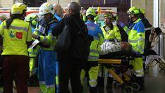 ACCIDENTE DE CERCANÍAS EN MADRID 39 heridos, dos de ellos graves, en un accidente de un tren de cercanías en Alcalá de Henares El convoy chocó contra el tope de la vía en la estación de la ciudad cuando iba a baja velocidad #Cercanías #Alcalá de Henares #Provincia Madrid #Accidentes ferrocarril #Accidentes #Comunidad de Madrid #Trenes #Sucesos #Transporte ferroviario #España #Transporte #news #spain