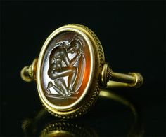 Intailles / Intailles romaines / Bague ancienne or et intaille romaine. Guerrier.