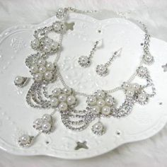 Set: Faux-Pearl Necklace + Earrings One Size