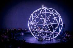 La electrónica suena mejor desde el interior de una gran geoda hecha de LED | The Creators Project