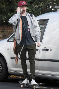 Keep on rollin'! It appears that Brooklyn Beckham has become a master of shredding, as he managed to pilot his board around London whilst chatting away on his phone World Of Fashion, Mens Fashion, Brooklyn Beckham, Mens Trends, Swagg, Pretty Boys, Streetwear Fashion, My Idol, How To Look Better