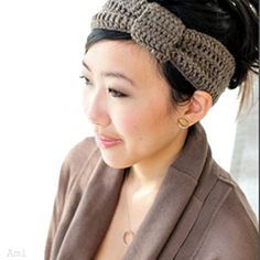 Download this free pattern at allcrochetpatterns.net or use the link.  I like this headband.