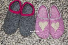 Lisebethslykkebo: Hekle tovede tøfler med oppskrift. Felted Slippers, Slipper Socks, Crocs, Mittens, Ravelry, Knitting, Sewing, Stitching, Baby