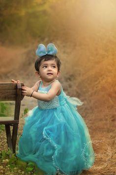 First Birthday Ideas - Modern Kids Birthday Photography, Outdoor Baby Photography, Baby Photography Poses, Indian Wedding Photography Poses, Baby Girl Images, Baby Girl Photos, Girls Winter Fashion, Girl Fashion, Baby Girl Portraits