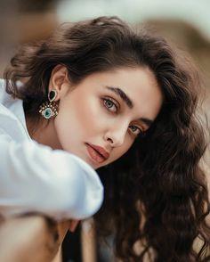Iranian Models, Sunflower Photography, Aesthetic Eyes, Celebrity Stars, Girly Pictures, Stylish Girl Images, Cute Girl Face, Girl Photo Poses, Beautiful Eyes
