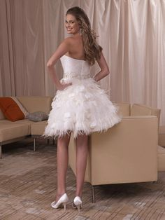 Taffeta Strapless A-Line Wedding Dresses With Feathers Short Mini