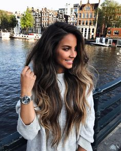 everything ab this picture is goals; hair, face, clothes & where she's at Hair Inspo, Hair Inspiration, Brunette Hair, Mi Long, Hair Day, Balayage Hair, Gorgeous Hair, Dark Hair, Hair Looks