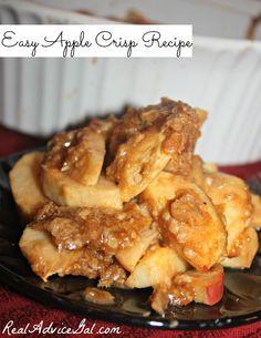 Super easy apple crisp recipe with oats (Autumn Baking Recipes) Fun Desserts, Delicious Desserts, Dessert Recipes, Fruit Recipes, Dessert Ideas, Yummy Recipes, Baking Recipes, Apple Recipes Easy, Fall Recipes