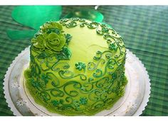 you could do this in so many colors- light blue and darker blue, reds, pinks, oranges, etc. Cakes To Make, Fancy Cakes, Cute Cakes, Mini Cakes, How To Make Cake, Cupcake Cakes, St Patricks Day Cupcake, St Patricks Day Food, Beautiful Cakes
