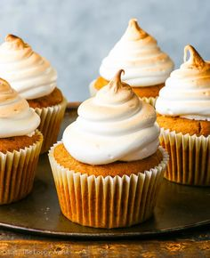 These Caramel Stuffed Pumpkin Cupcakes with Marshmallow Frosting are the perfect fall dessert! So delicious! Chocolate Chip Cookie Cake, Chocolate Cupcakes, Brownie Cupcakes, Chocolate Frosting, Pumpkin Cupcakes, Pumpkin Dessert, Fall Desserts, Gluten Free Desserts, Cupcake Recipes