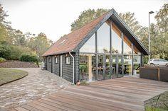 Luxe kantoorschuur   Wesselshoek Cabin, House Styles, Garden, Home Decor, Lush, Decoration Home, Room Decor, Cabins, Lawn And Garden