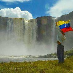 Salto Aponwao La Gran Sabana estado Bolivar Foto de:@yurirequena Recuerden seguirnos en snapchat como@vnzlabella Para aportes recuerda usar#vnzlabella.  #Venezuelaes bella y aquí lo demostramos siguenos y ¡SORPRENDETE!❤