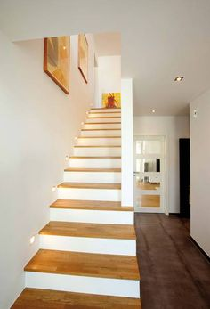 Individuell - Treppengestaltung – Haus Freiberger www.de Estás en el lugar correcto para diy home decor Aqu - Decoration Entree, Basement Furniture, Stair Lighting, Modern Stairs, Stair Steps, House Stairs, Basement Stairs, House Entrance, Staircase Design