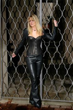 Get on your hands & knees at my feet Mark Shavick! Grey Fashion, Leather Fashion, Womens Fashion, Leather Corset, Leather Pants, Boots And Leggings, Leder Outfits, Fall Outfits, Fashion Outfits