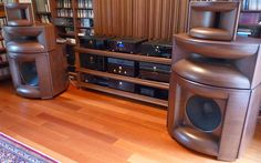 Stunning Mythos Audio horn speakers driven by a full Audio Note electronic…