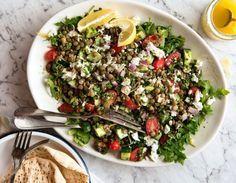 Χορταστική σαλάτα με φακές και ντοματίνια Salad Bar, Cobb Salad, Greek Dishes, Lentil Salad, Weight Watchers Meals, Lentils, Diet Recipes, Smoothies, Food And Drink