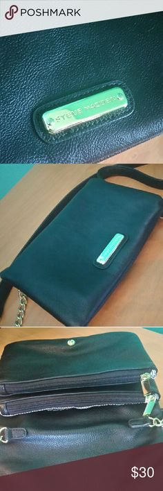 Steve Madden crossbody purse Black faux leather Steve Madden crossbody purse with multiple pockets. Gold zipper and chain. Excellent condition. No damages. Steve Madden Bags Crossbody Bags