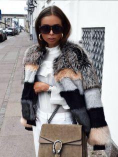 40 looks lindos para apostar nos casacos de pelo fake neste inverno 40 beautiful looks to bet on fake coats this winter ! + Fake Fur Coat Tips Fur Fashion, Fashion Killa, Fashion 2017, Look Fashion, Fashion Outfits, Womens Fashion, Fashion Trends, Trendy Fashion, Fall Winter Outfits