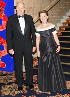 Queen Sonja of Norway and King Harald V of Norway arrive at the Norwegian Nobel Committe Banquet at the Grand Hotel on December 10, 2008