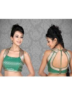 Classic sari blouse look that never goes out to style. The collar cut with a deep neck, gives way for some gorgeous jewelry. Choli Designs, Sari Blouse Designs, Saree Blouse Patterns, Blouse Styles, Saree Jackets, Indian Blouse, Indian Wear, Indian Bridal Fashion, Green Saree