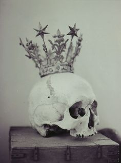 crowned skull. Kings and Queens are not immortal (or maybe Elisabeth II is??)