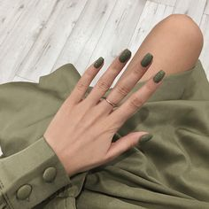 Classy Nails, Stylish Nails, Cute Nails, Pretty Nails, Vintage Nails, Simple Acrylic Nails, Minimalist Nails, Perfect Nails, Short Nails