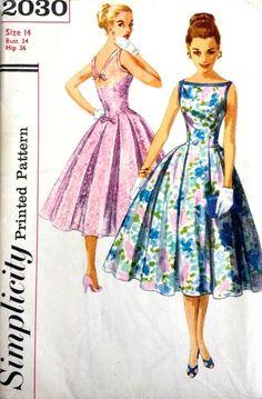 Sewing Retro Patterns Vintage 1950 s Sewing Pattern Low V Back Prom Ballgown Dress Bust 34 (D) - Vintage Dress Patterns, Vintage 1950s Dresses, Dress Sewing Patterns, Clothing Patterns, Vintage Outfits, Ball Gowns Prom, Ball Gown Dresses, Prom Ballgown, Prom Dress