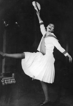 Anna Karina - Une Femme est Une Femme