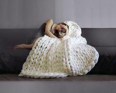 Large blanket .Grande punto. Chunky knit blanket. Cozy blanket. Big yarn blanket. Merino wool.