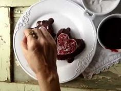 How to make swirled hearts on chocolate heart cakes for Valentine's Day - Quirky Cooking