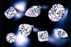 """Virtually all diamonds have what are called """"inclusions"""" – tiny crystals, clouds or feathers than can be seen under magnification. Generally, the greater the number and size of inclusions within a diamond, the lower its clarity score. Jewelry Tree, Boho Jewelry, Jewelery, Fine Jewelry, Diamond Jewelry, Diamond Earrings, Diamond Image, Diamond Stores, Necklace Display"""
