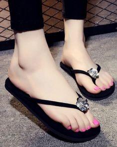Sandals For Women Gorgeous Feet, Beautiful Shoes, Fashion Heels, Sneakers Fashion, Crochet Shoes Pattern, Funky Shoes, Womens Summer Shoes, Flip Flop Shoes, Womens Flip Flops