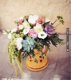 rustic floral arrangement | CHECK OUT MORE IDEAS AT WEDDINGPINS.NET | #weddings #weddingflowers #flowers