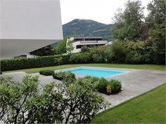 Diese neu fertiggestellte Garten-Maisonette Wohnung in #Salzburg mit wunderbarem #Garten und #Pool wird Sie begeistern! Luxuriöse Ausstattung und durchdachtes Design bieten ein perfektes Wohngefühl! #Denkstein Immobilien in Salzburg Mansions, House Styles, Outdoor Decor, Design, Home Decor, Condominium, Rooftop Deck, Homes, Garten