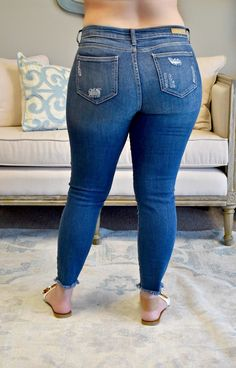 Superenge Jeans, Sexy Jeans, Thighs Women, Chloe Fashion, Sexy White Dress, Curvy Women Fashion, Curvy Outfits, Distressed Skinny Jeans, Girls Jeans