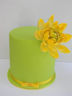 Tropical neon green cake with yellow water lily - by Just call me Martha
