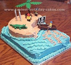 love this idea of using lego/playmobil figures for the cake