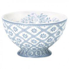 La tazza per cereali della collezione Bianca by Greengate è ideale da abbinare ad altre stoviglie della collezione Bianca anche sui toni del grigio e del bianco. E' realizzata in ceramica bianca e con decori azzurri.