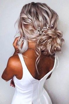 Hairs Gorgeous hair pins for your special day! These beautiful pins are made with rhinestones, pearls and crystals. It is a perfect way to add glamour and sparkles to your wedding updo. Perfect for brides who want just a little bit of sparkle but not too much! High quality guaranteed by