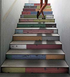 holztreppe design ideen mehrfarbige stufen