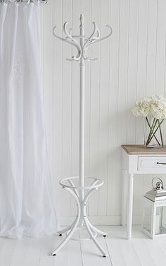 Bentwood coat stand in white painted wood.